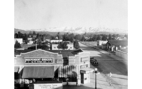 Independent Grocery on Sherman Way in Owensmouth (1929)..jpg